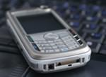 Długie rozmowy telefonami komórkowymi zwiększają aktywność mózgu