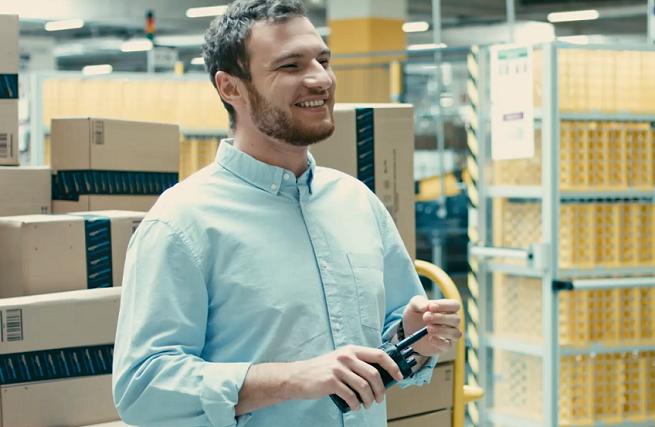 Amazon zatrudni w Polsce ponad 10 tys. sezonowych pracowników