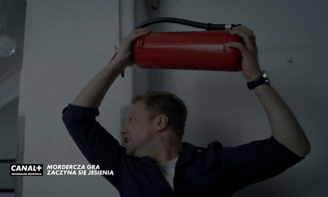 """Zakrwawiony Maciej Stuhr w teaserze serialu """"Belfer 2"""" (wideo)"""