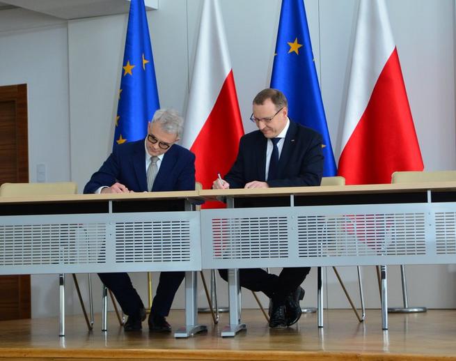 Telewizja Polska chce kupić ponad 100 aut elektrycznych, zaczyna współpracę z Lotosem