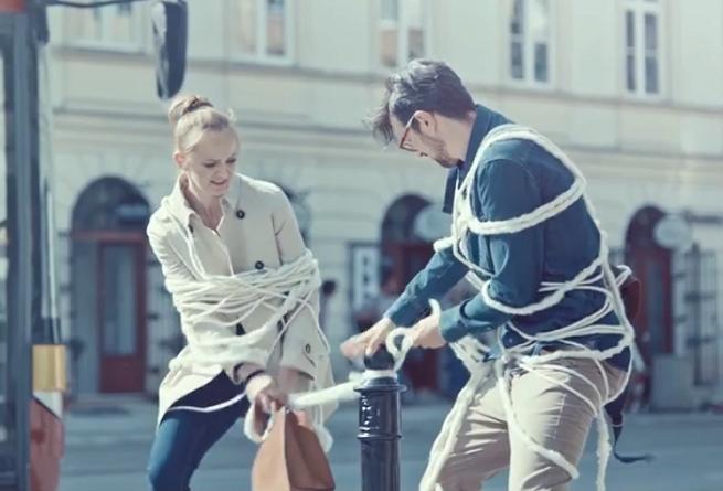 """""""My nie owijamy w bawełnę"""" w reklamach kredytu w Credit Agricole Bank Polska (wideo)"""