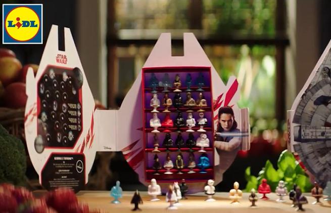 """Figurki z """"Gwiezdnych wojen"""" w promocji Lidla reklamowane przez Karola Okrasę i Darię Ładochę (wideo)"""