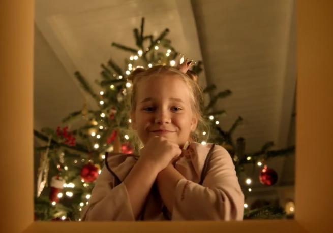 Radość ze smartfonów, telewizora i konsoli w bożonarodzeniowej kampanii Orange Love (wideo)