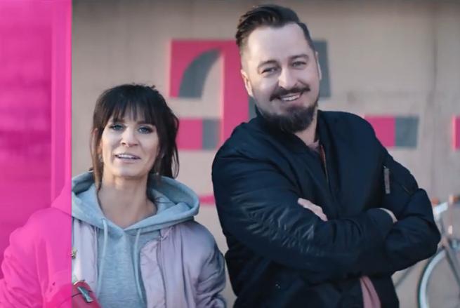 """Sylwia Grzeszczak i Piotr Kędzierski śpiewają """"Tamtą dziewczynę"""" w reklamach T-Mobile na Kartę (wideo)"""