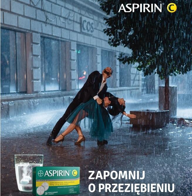 """""""Zapomnij o przeziębieniu"""" - taniec w deszczu reklamuje Aspirin C także w wersji Forte (wideo)"""