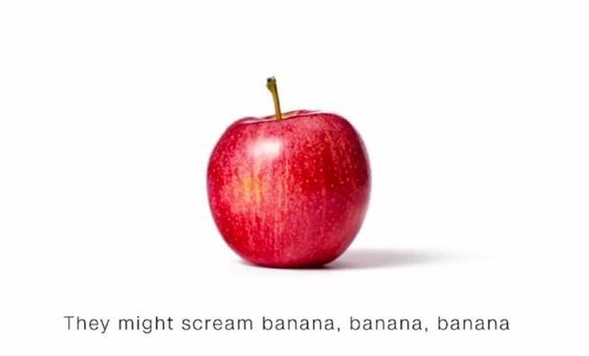 CNN reaguje na ataki Donalda Trumpa. Przekonuje, że jabłko to nie banan