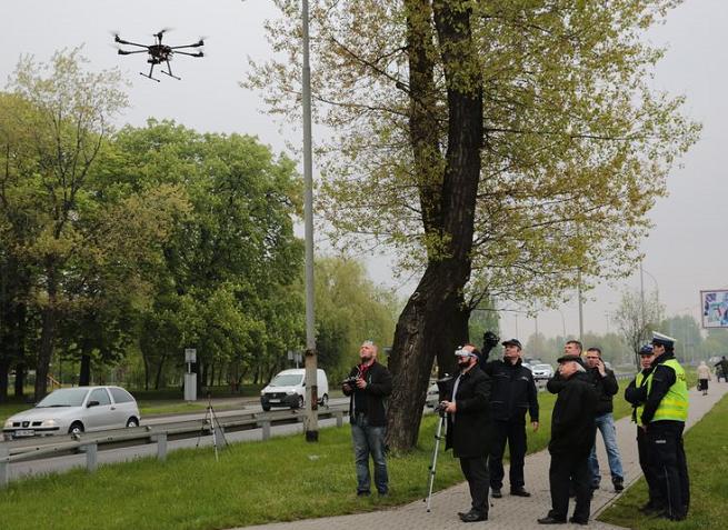 Śląska policja testuje drony do śledzenia wykroczeń drogowych (wideo)