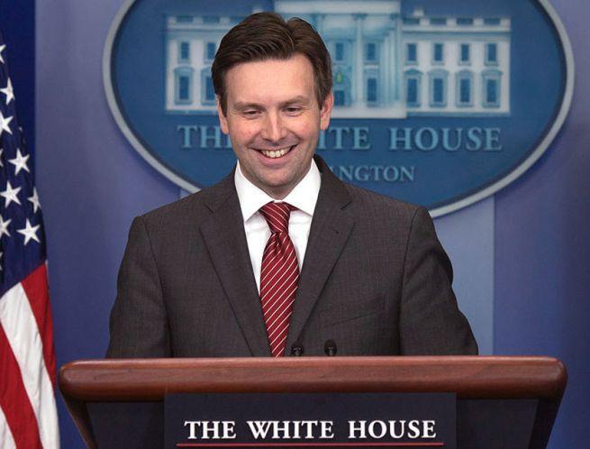 Josh Earnest, były rzecznik Białego Domu politycznym komentatorem NBC i MSNBC