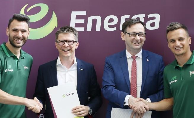 Od prawej: Sławomir Peszko, Daniel Obajtek (prezes Energa SA), Maciej Bałaziński (wiceprezes Lechia SA), Grzegorz Wojtkowiak