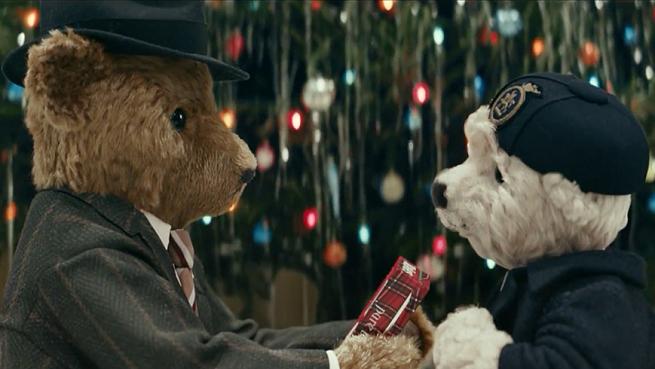 Historia miłości pluszowych misiów w świątecznej reklamie lotniska Heathrow (wideo)