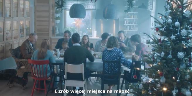 """""""W Święta zamień się w słuch"""" w bożonarodzeniowej kampanii IKEA (wideo)"""