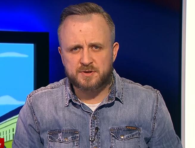 """Jakub Wątły zawieszony, """"Krzywe zwierciadło"""" i """"Suma tygodnia"""" znikają z Superstacji"""