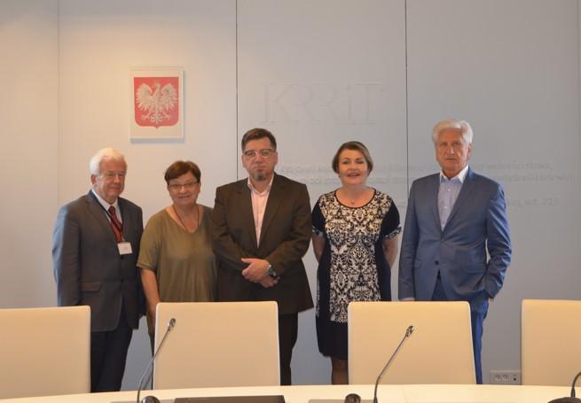 Od lewej: Janusz Kawecki, Teresa Bochwic, Witold Kołodziejski, Elżbieta Więcławska-Sauk, Andrzej Sabatowski (fot. KRRiT)