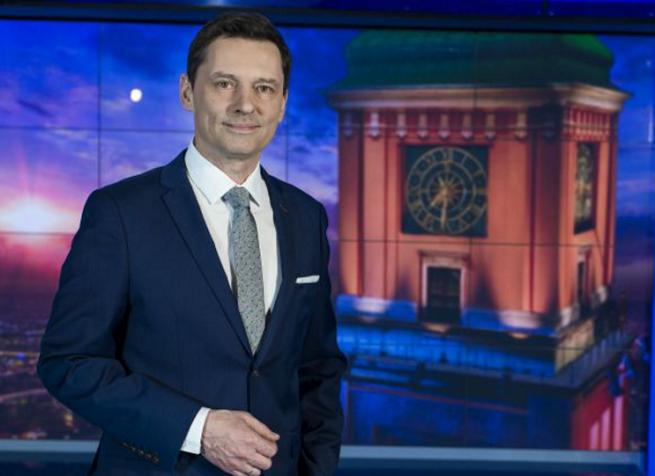"""Krzysztof Ziemiec w studiu """"Wiadomości"""", fot. TVP"""