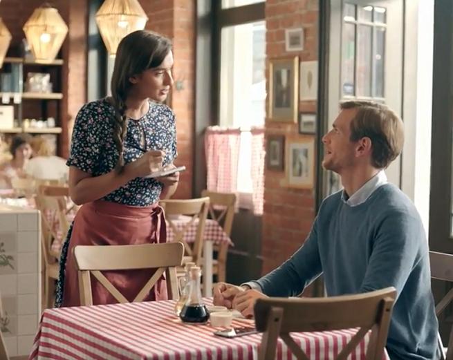 Kurs włoskiego w restauracji reklamuje eKonto w mBanku (wideo)