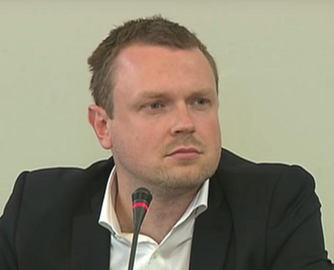 """W """"Wiadomościach"""" autoryzacja wypowiedzi Michała Tuska dla """"Wprost"""" dowodem jego kłamstwa"""