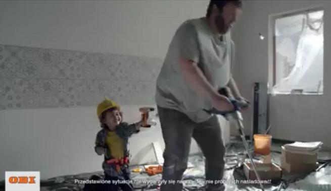 Stacje telewizyjne ocenzurowały spot OBI z wiertarką w tyłku (wideo)