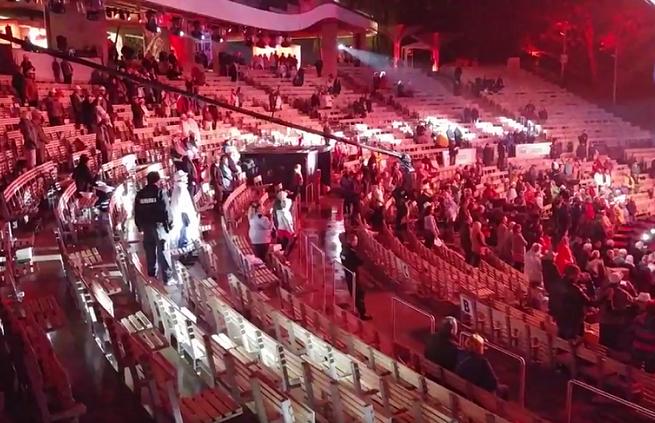 Żarty dziennikarzy z niskiej frekwencji na koncercie Jana Pietrzaka na festiwalu w Opolu