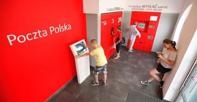 Poczta Polska: płatności kartą i Blikiem za przesyłki pobraniowe w placówkach, wkrótce także u kuriera