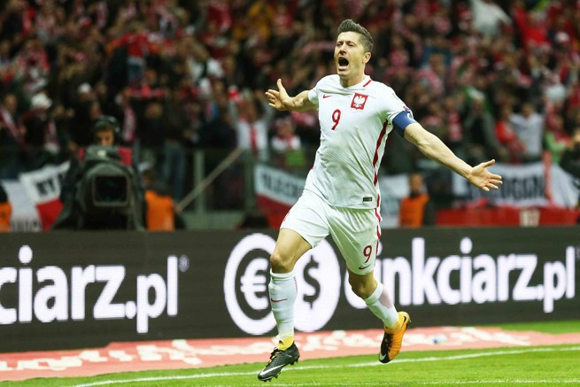 Robert Lewandowski podczas meczu Polska-Czarnogóra; fot. Telewizja Polsat