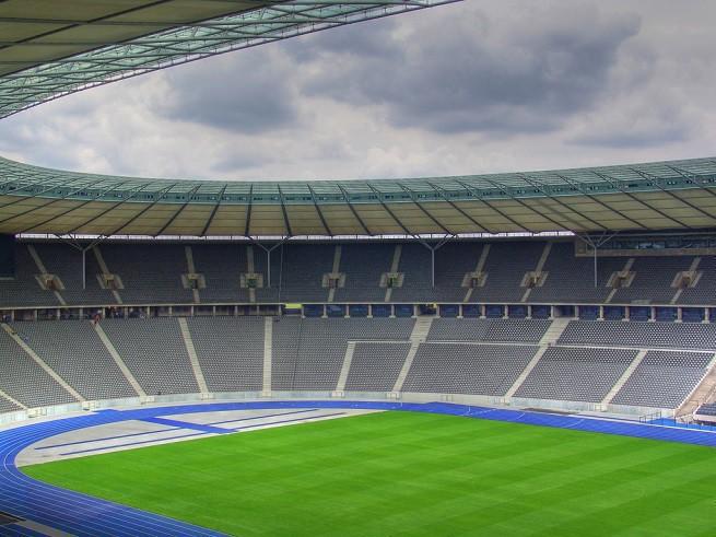 """Rynek europejskiego futbolu wart 25 mld euro. """"Wielka piątka"""" zarobiła ponad 6 mld euro z transmisji telewizyjnych"""