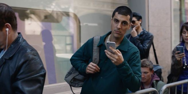 Samsung rzuca rękawicę Apple i drwi z niedostatków iPhone'a