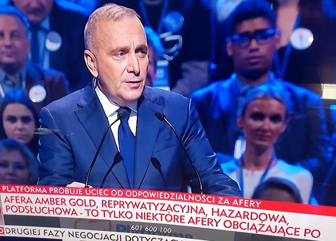 """TVP Info w relacji z konwencji PO wytykało partii afery i zarzuty. """"Pałkarstwo informacyjne"""""""