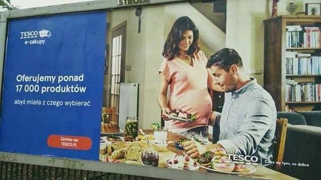 Tesco po krytyce w internecie wycofuje reklamę z kobietą w ciąży podającą posiłek mężczyźnie