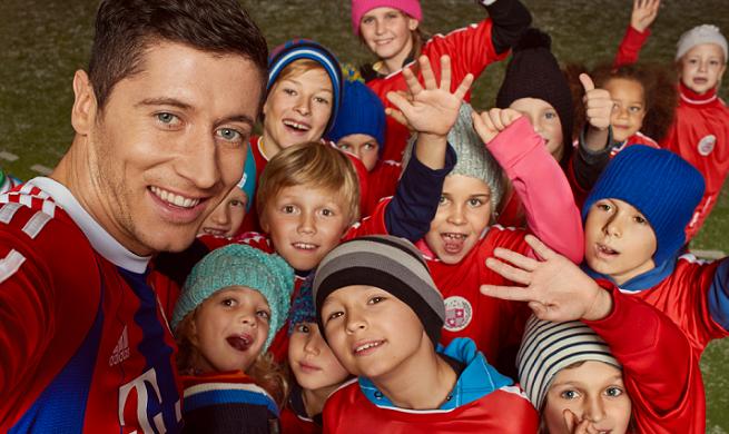 Dziecięce selfie Lewandowskiego i Zoom.me w bożonarodzeniowej kampanii T-Mobile (wideo)