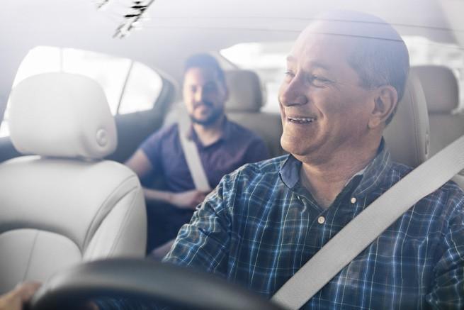 Uber wprowadza w aplikacji komunikator do kontaktów między pasażerem i kierowcą