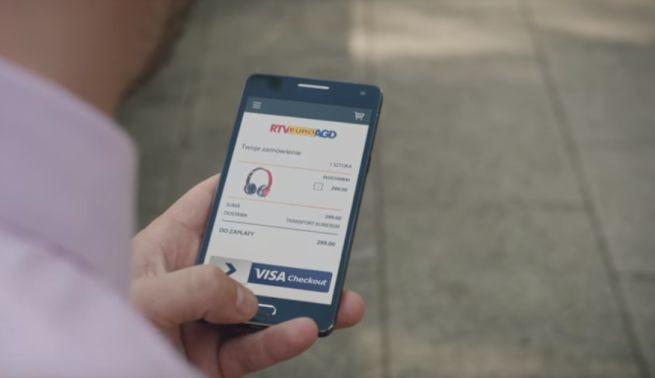 Visa w reklamach systemu Visa Checkout pokazuje jak ułatwić sobie życie