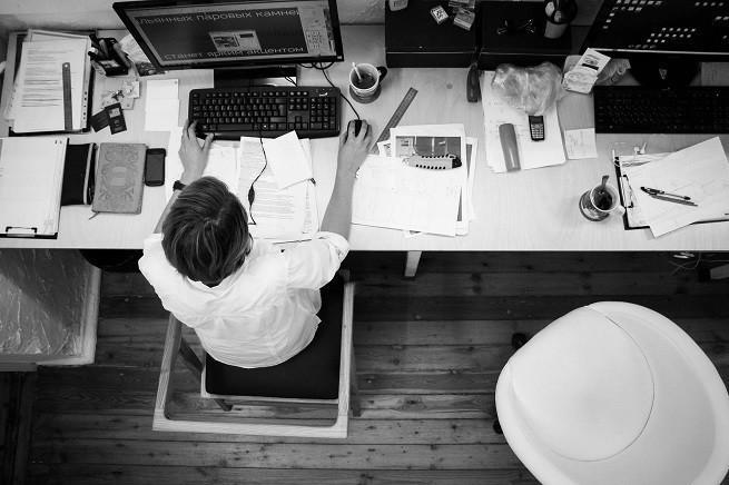 Najdłużej pracują Polacy na samozatrudnieniu oraz najlepiej zarabiający