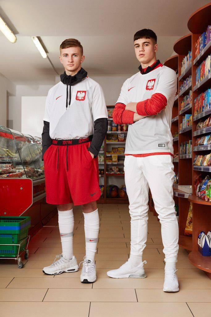 074a8693a Klimat sesji nie spodobał się wielu komentującym, którzy zarzucili Nike  pokazywanie Polaków w świetle złych stereotypów.